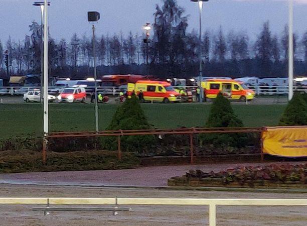 Porin raviradalla St. Leger -raveissa sattui vakava onnettomuus kahden hevosen törmättyä toisiinsa. Kaksi ohjastajaa kuljetettiin ambulanssilla sairaalaan.