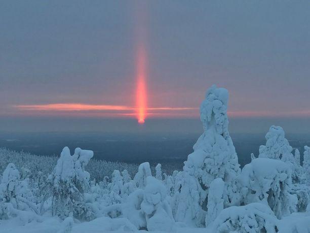 Auringonpilari kuvattuna Iso-Syötteen huipulta lauantaina 17. helmikuuta.