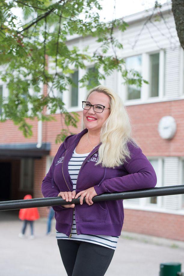 Luokanopettajana toimiessaan Taina on kehittänyt itseään jatkuvasti opiskelemalla lisää työnsä ohessa.