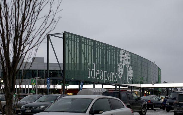 Tuomittu työskenteli Lempäälän Ideapark-kauppakeskuksessa kahvilamyyjänä.