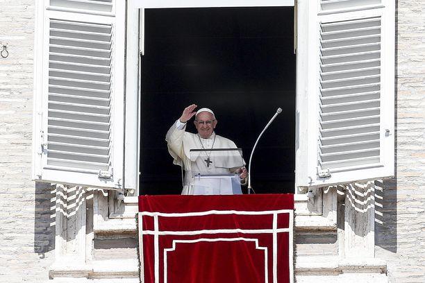 Paavi johti sunnuntaina rukousta Pietarinaukiolla Vatikaanissa.