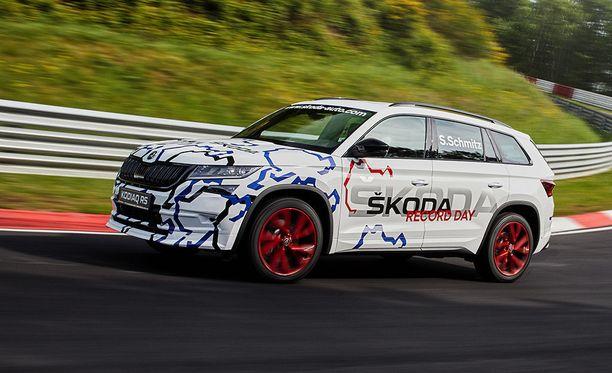 Kodiaq RS:n kaksilitrainen dieselmoottori on varustettu kahdella turboahtimella. Huipputehoksi kerrotaan 239 hevosvoimaa.