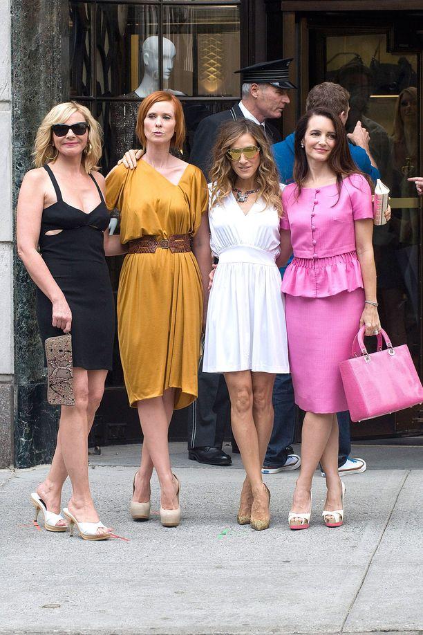 Kim Cattrall, Cynthia Nixon, Sarah Jessica Parker ja Kristin Davis ovat Sinkkuelämää-sarjan tähdet.