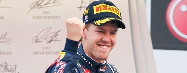 Sebastian Vettel johtaa MM-sarjaa.