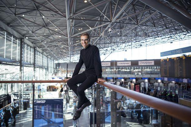 Alexander Stubb haluaa EU-komission johtoon ja käy omien sanojensa mukaan kilpailuun täydellä sydämellä ja mitään pelkäämättä. Stubb kuvattuna Helsinki-Vantaan lentoasemalla 26. maaliskuuta 2018.