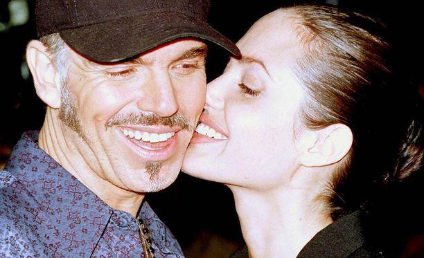 Näyttelijäpariskunta kuherteli avioiduttuaan avoimesti punaisella matolla. Liitto kesti kolme vuotta.