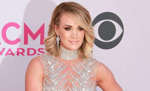 Carrie Underwood ei ole edustanut marraskuussa tapahtuneen onnettomuuden jälkeen.
