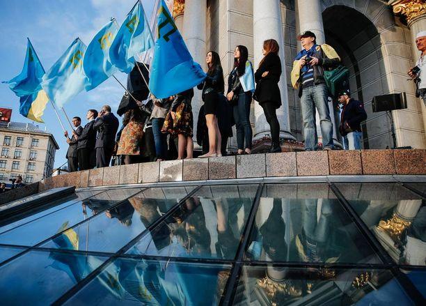 Krimin valtauksen kritisoiminen on venäläismedialta kielletty. Krimin tataarit muistavat vuosipäivää, jolloin neuvostojoukot ajoivat tataarit pois Krimiltä toukokuussa 1944.
