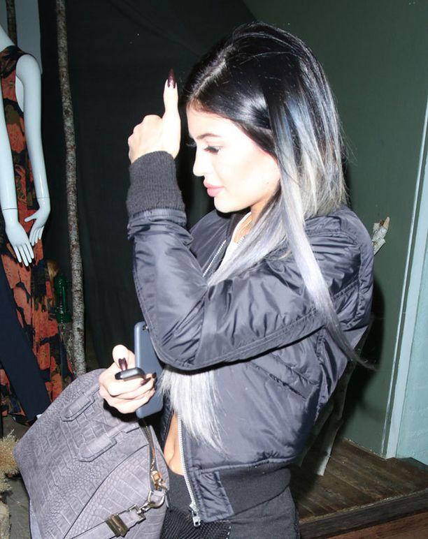 Kylie Jenner sävytti latvuksensa harmaaksi hiljattain.