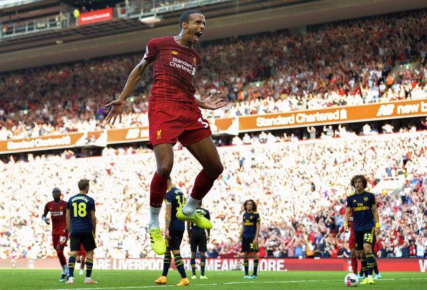 Liverpoolin Joel Matip juhlii maaliaan.