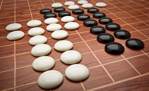 Go on kuin kiinalainen versio shakista, tosin paljon monimutkaisempi.