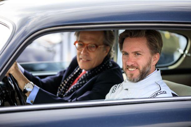 Goodwoodin moottoriurheilufestivaalin perustaja Charles Gordon-Lennox (kuvassa taka-alalla) nappasi Nick Heidfeld in ajelulle viime viikonloppuna.