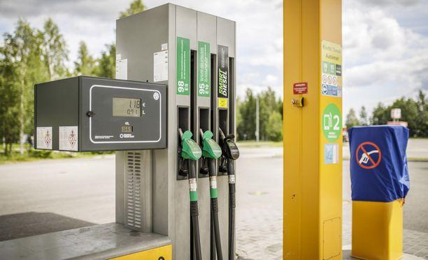 Polttoaineet ovat sekoittuneet todennäköisesti polttoainenestekuorman purun yhteydessä.