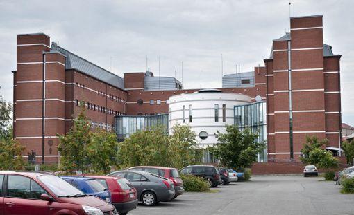 Oikeus käsitteli tapausta suljetuin ovin lautamieskokoonpanossa. Kuvassa Kuopion oikeustalo.