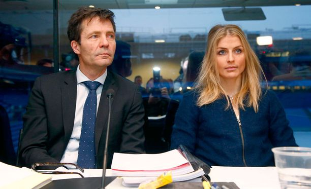 Therese Johaug ja asianajaja Christian B. Hjort olivat managerin mukaan erittäin tyytyväisiä päivän antiin Lausannessa.