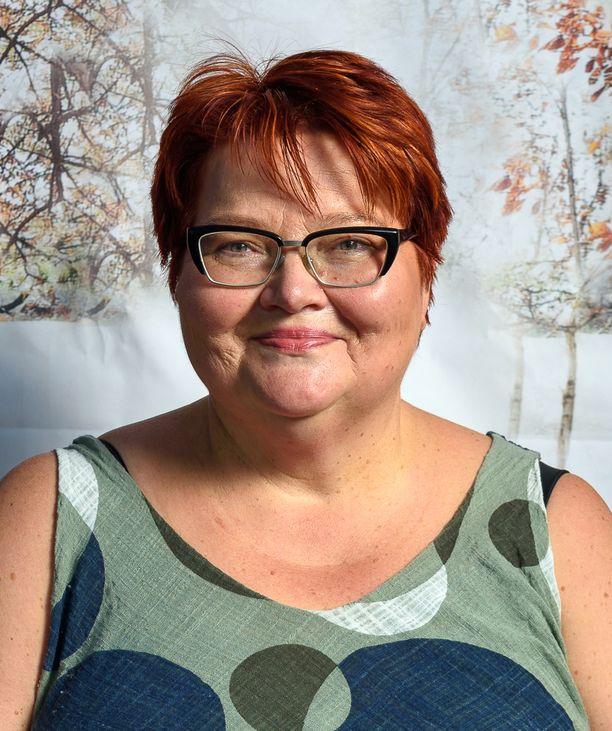 Psykoterapeutti Marjut Jaakkosela on kolmen lapsen äiti. Hänellä on myös kolme lastenlasta.