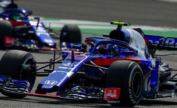 Toro Rosson viikonloppu meni lopullisesti piloille kuskien keskinäisen kolarin jälkeen.