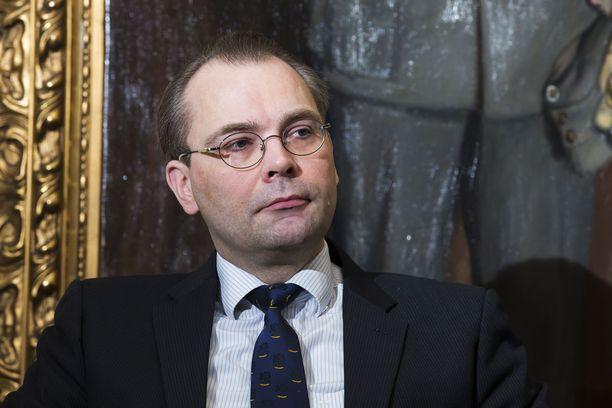 Puolustusministeri Jussi Niinistön (sin) mukaan Venäjän ohella myös Nato osoittaa kasvavaa kiinnostustaan arktiselle alueelle.