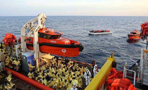 Ministeriö haluaa, että EU:ssa siirryttäisiin Australian tiukkaan linjaan, jossa merellä havaittavat pakolaiset poimitaan kyytiin ja heidän tilanteensa käsitellään kolmannessa maassa.
