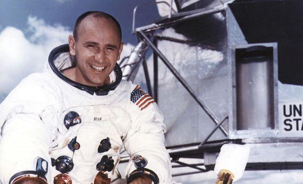 Neljäntenä ihmisenä kuun pinnalla kävellyt astronautti Alan Bean on kuollut, kertoo Nasa.