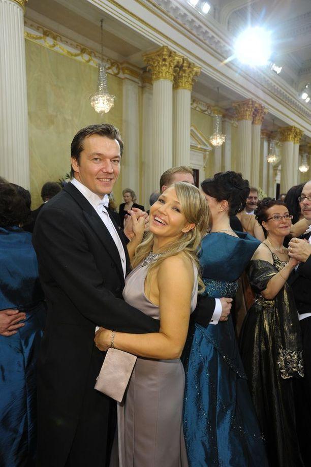 Vuonna 2009 Marita sai kutsun Linnan juhliin. Kutsuttuna oli myös tuoreehko aviomies Tomi Natri.