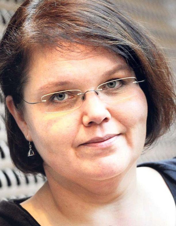 Kaarina Hazardin kolumni on aiheuttanut kantelujen ryöpyn Julkisen sanan neuvostolle.