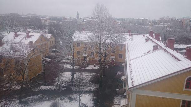 Meteorologin mukaan viikonloppuna Suomessa palataan samanlaiseen viileään ja talviseen keliin kuin huhtikuun lopussa. Kuvassa Turku vappuaattona.