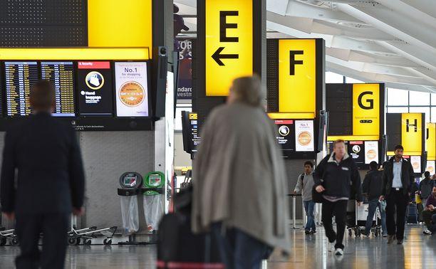 Ensimmäinen räjähdepaketti löytyi Heathrown lentoasemalta. Arkistokuva.
