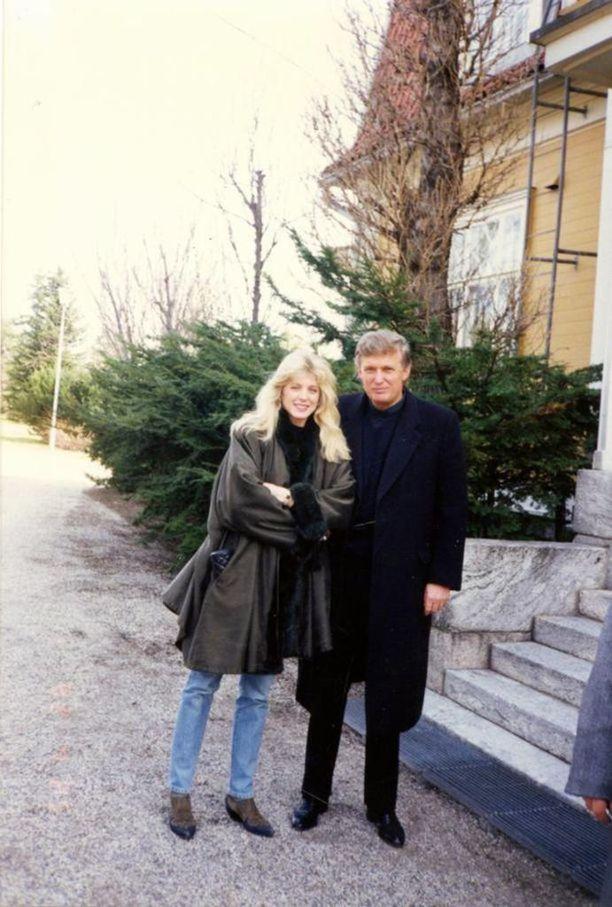 Miljardööri Donald Trump vieraili Raumalla huhtikuussa 1992, jolloin hänen käsipuolessaan hymyili silloinen uusi naisystävä Marla Maples.