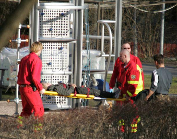 Koulupoika loukkaantui lievästi pudottuaan kiipeilytelineestä Vantaan Martinlaaksossa.