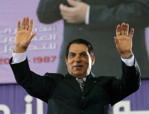 Tunisian silloinen presidentti Zine El-Abidine Ben Ali saapui olympiastadionille Tunisiassa 11. marraskuuta 2007.