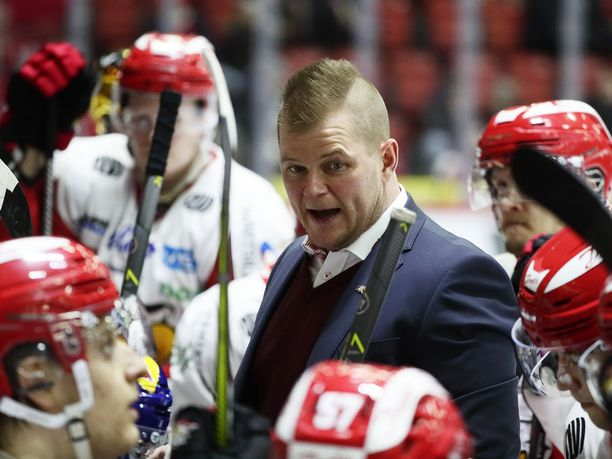 Jos JYP voittaa keskiviikkona, Ari-Pekka Pajuluoman Sportin playoff-haaveet alkavat hautautua.