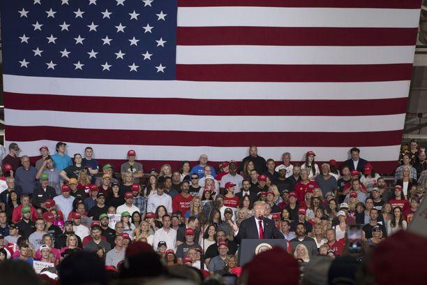 Donald Trump kampanjoi Arizonassa viime perjantaina.
