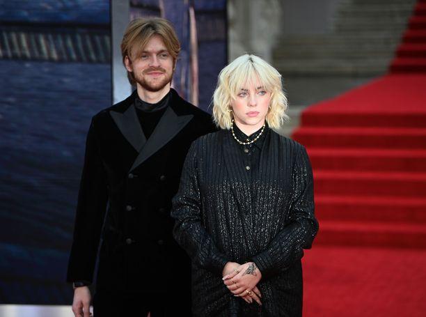Billie Eilish on kirjoittanut No Time To Die -kappaleen yhdessä veljensä Finneas O'Connellin kanssa.
