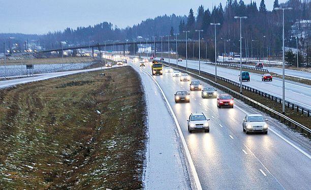 Satelliittipaikannukseen perustuvaa tiemaksujen keräämistä on käytetty lähinnä raskaassa liikenteessä pitkin Eurooppaa, esimerkiksi Saksassa.