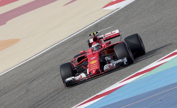 Kimi Räikkönen kärsii taktista vääryyttä Ferrarilla.