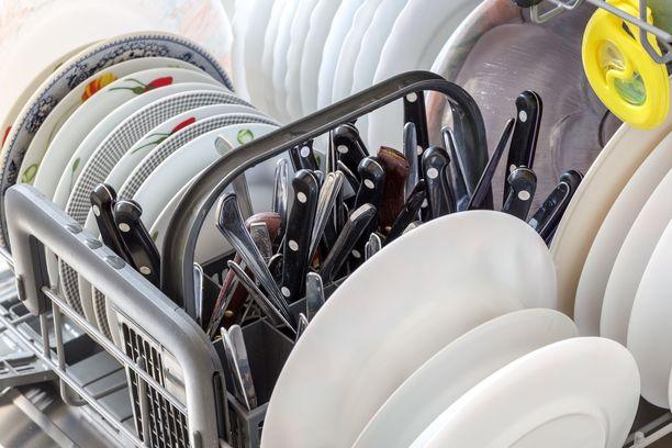 Liian täyteen ahdettu astianpesukone jättää helposti astiat likaisiksi.