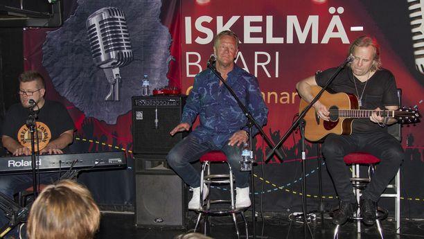 Olli Lindholm ja Trio olivat suosittuja esiintyjiä Kanarian Iskelmä-Baarissa.