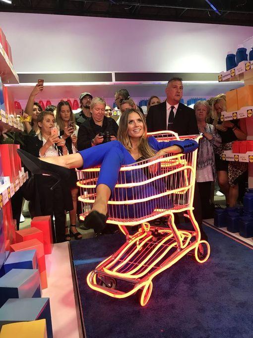 Heidin päällä nähdyn asukokonaisuuden hinta jäi 60 dollariin. Huippumalli korosti haastatteluissa, että haluaa vaatteidensa olevan kaikkien saavutettavissa.