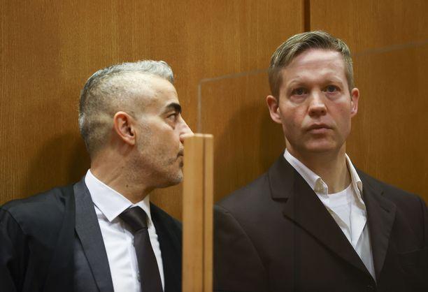 Stephan Ernst (oik.) sai torstaina elinkautisen vankeusrangaistuksen.