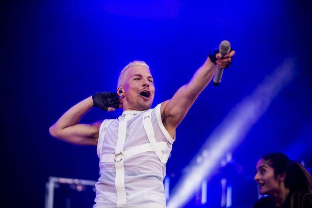 Ensimmäisestä Idolsista ponnistanut Tuisku on noussut Suomen suurimpien poptähtien joukkoon.