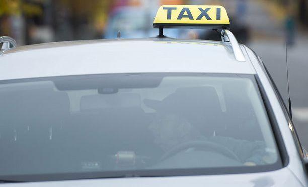 Taksilla huristelu tulee tätä nykyä kalliimmaksi.