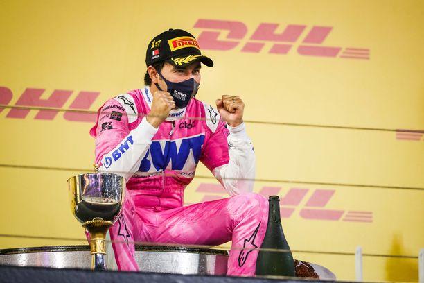 Sergio Perez ajoi yllätysvoittoon Sakhriin GP:ssä.