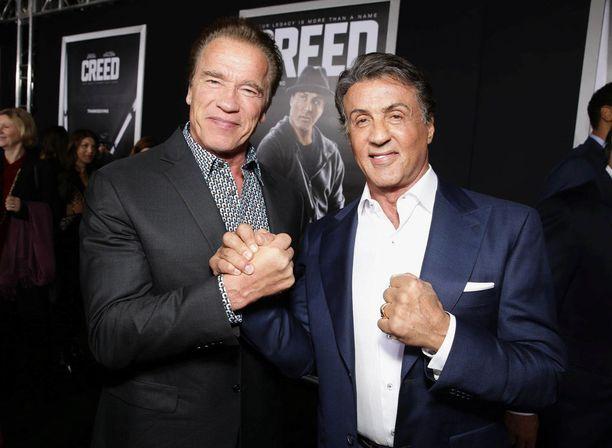 Sylvester Stallone (oik.) täytti perjantaina 72 vuotta. Näyttelijä Arnold Schwarzenegger muisti pitkäaikaista ystäväänsä hauskalla tervehdyksellä.