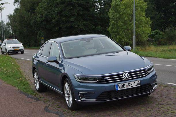 37-vuotias saksalainen autotestaaja ajoi Volkswagen-tehtaan autoa, jonka ajotietokoneesta pystyttiin purkamaan käytetty nopeus. Kuvan auto (Passat GTE) on tehtaan auto vuodelta 2015, muttei sama yksilö eikä Lapissa.