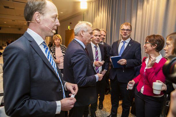 Perussuomalaiset on Jussi Halla-ahon johdolla omilla linjoillaan myös työperäisen maahanmuuton suhteen. Kuva marraskuulta 2018 SAK:n puheenjohtajille järjestämästä tentistä.