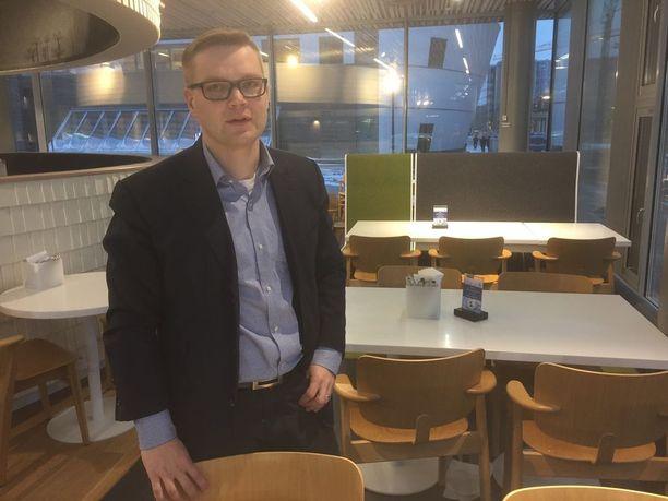 Keskustan puoluevaltuuston jäsen Sami Kilpeläinen lähtee mukaan Paavo Väyrysen Kansalaispuolueeseen.