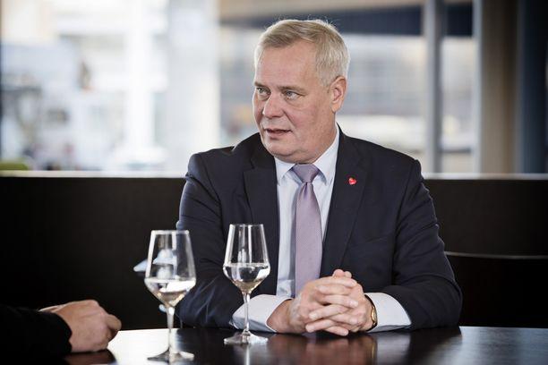 Antti Rinne arvostelee hallituksen politiikkaa.