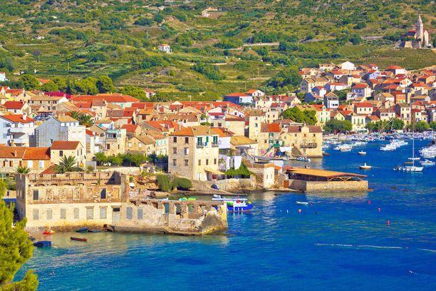 Visin saarelta löytyy kaksi kaupunkia, Vis ja kuvan Komiza.