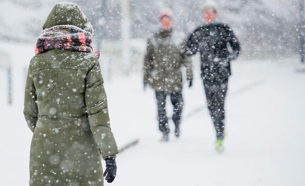 Suurimmat 20-30 senttimetrin lumikertymät satavat tällä viikolla länteen ja pohjoiseen.